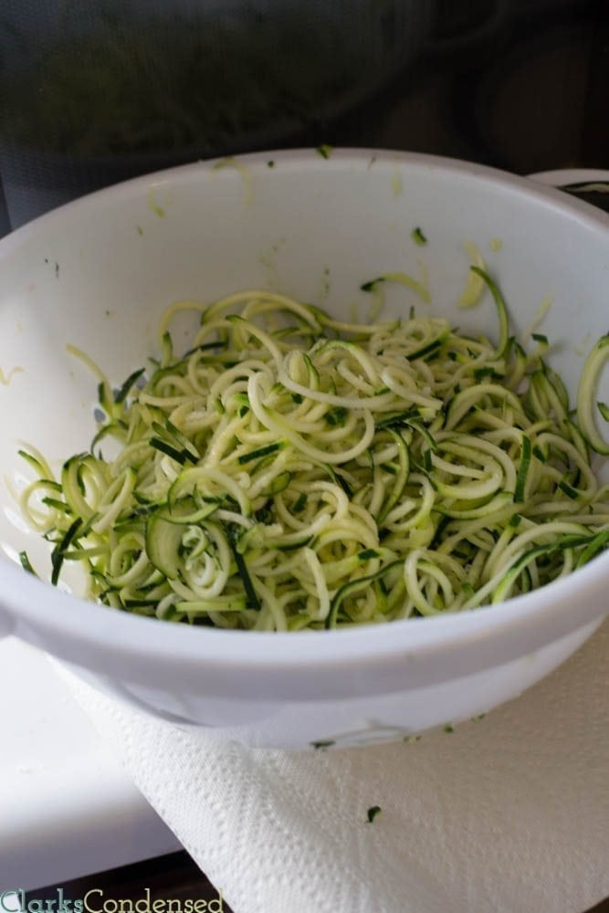 How to make zucchini pasta with a vegetable spiral cutter