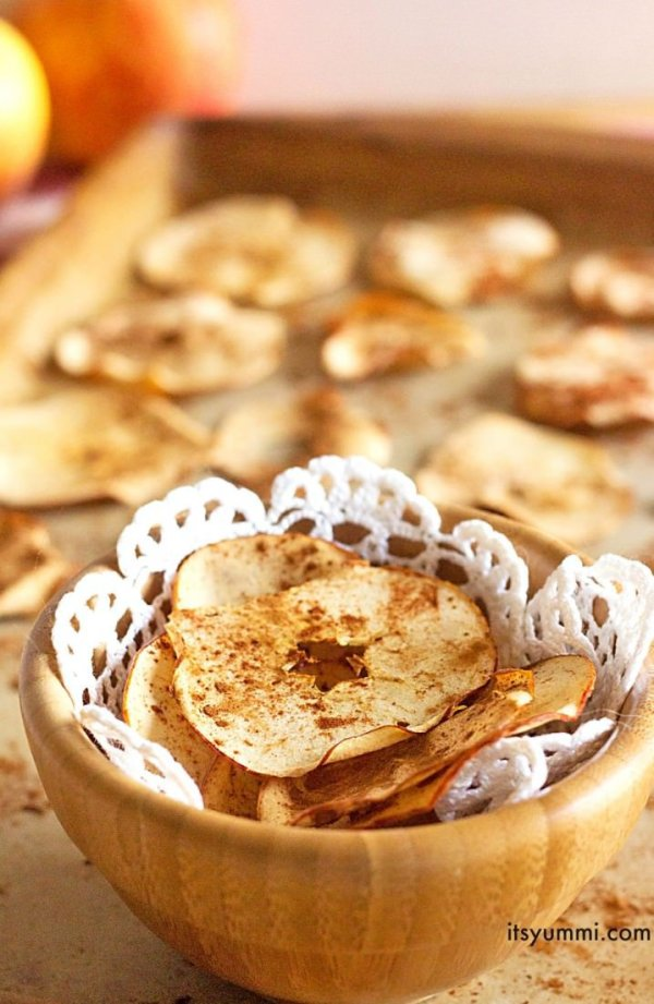 Baked-Cinnamon-Apple-Chips-Recipe-718x1102