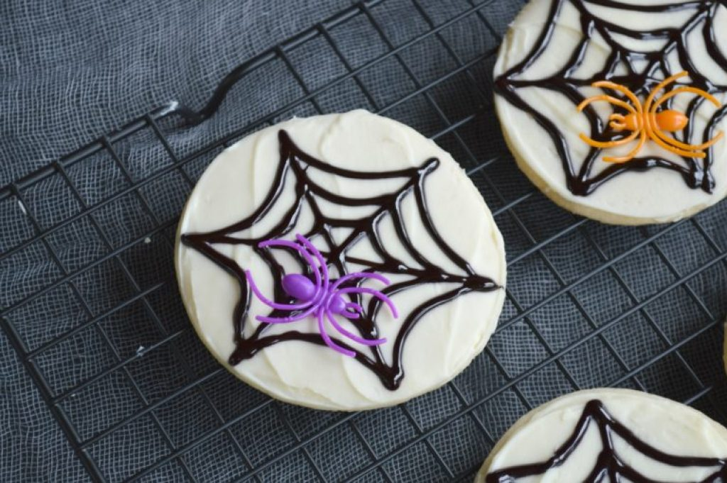 Spooky spiderweb cookies - perfect for Halloween!