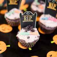 Dirt and Worms Cupcakes