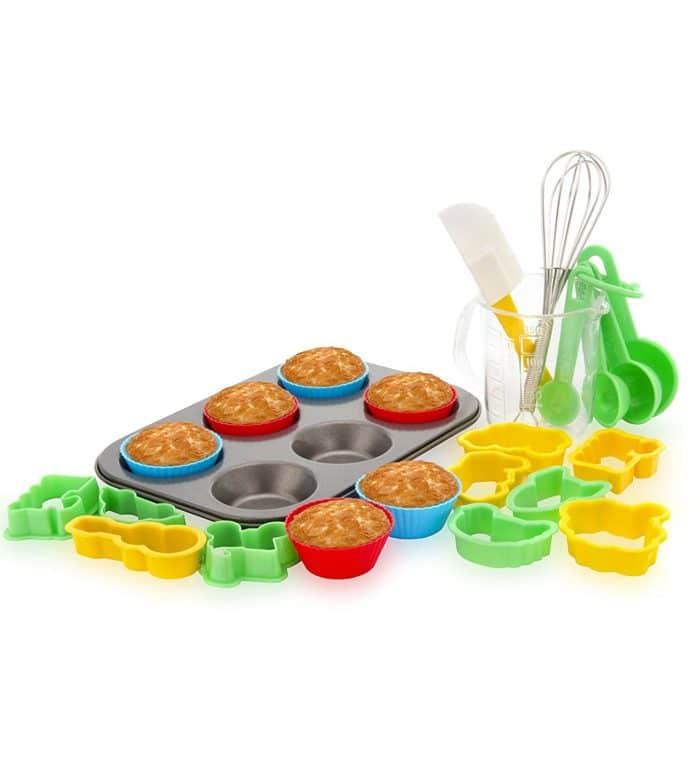 Cake baking toy set on table