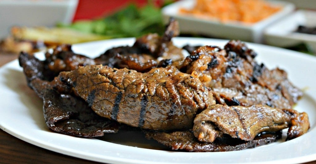 A plate of food, with Carne asada