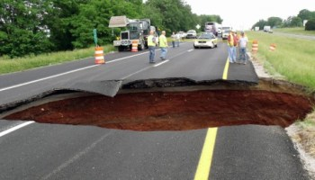 Sinkhole at Exit 8 on I-24 causes traffic problems