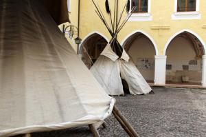 L'accampamento indiano allestito nel chiostro di San Domenico