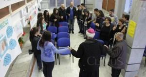 IL vescovo Valentino con i giovani di Castello Matese