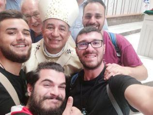 I nostri giovani con l'Arcivescovo di Panama, Mons. Mendieta