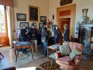 Le sale di Palazzo Filangieri. Turisti guidati dalla contessa Sissy Filangieri
