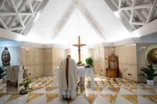 papa francesco santa marta 3