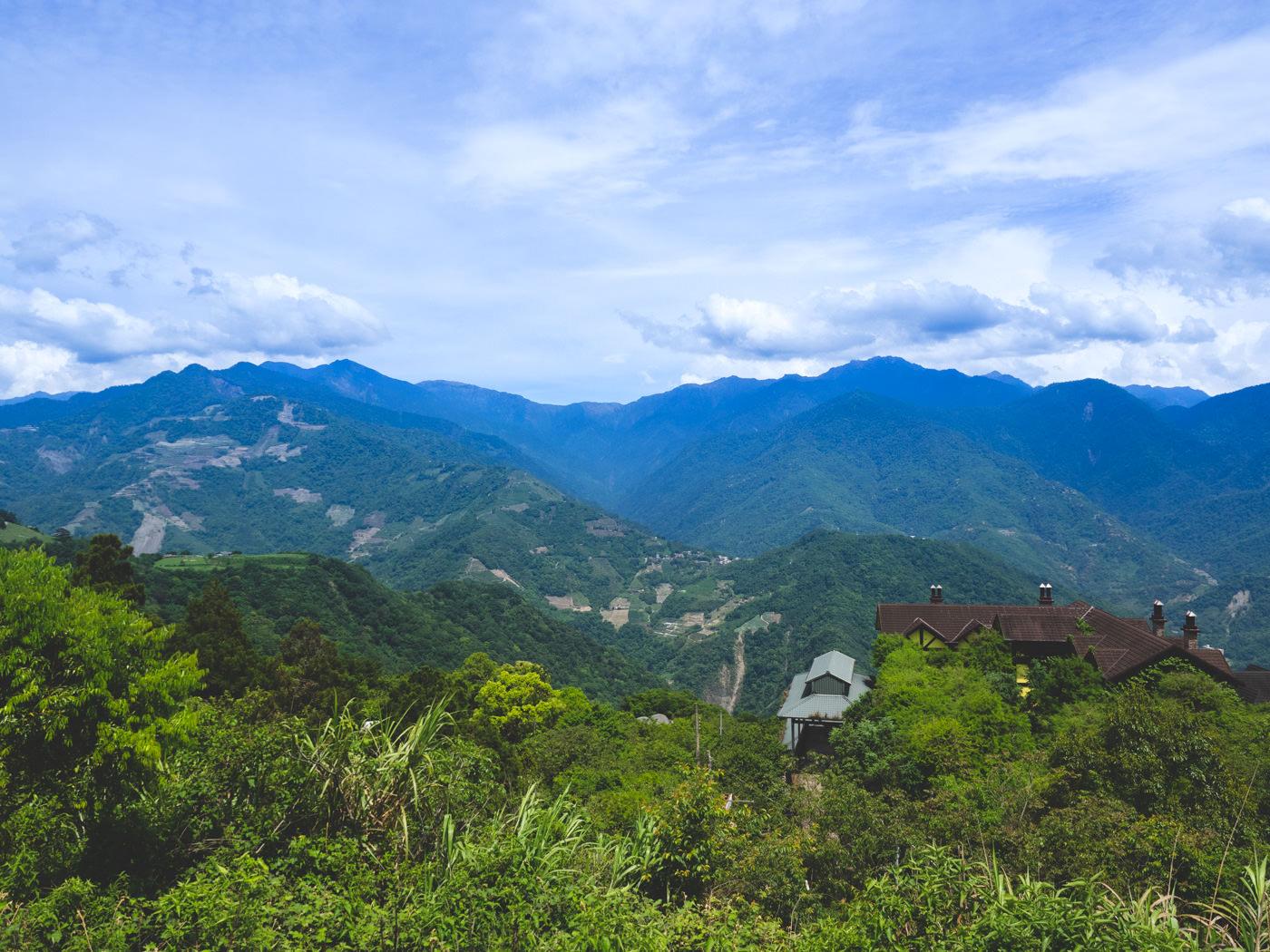 Drive up to Qingjing Farm