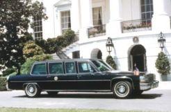 La administración de Ronald W. Reagan recibió una limusina Cadillac Fleetwood 1983 y un Cadillac Fleetwood Brougham.