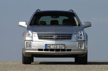 El vehículo mixto Cadillac SRX es un verdadero vehículo para cualquier ocasión que combina las ventajas de dos clases de vehículos. El SRX combina el exterior deportivo, la dinámica de conducción y la seguridad en carretera de un modelo familiar de lujo con las capacidades y el espacio interior de un todo terreno deportivo.