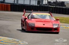 Vista frontal del precioso Ferrari F40 LM