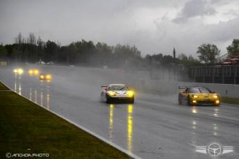 Miembros de la Endurance Racing Legends sufriendo las inclemencias del tiempo.
