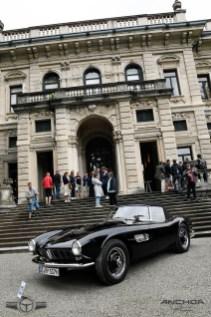 BMW 507 de 1959 en la puerta de Villa Erba.