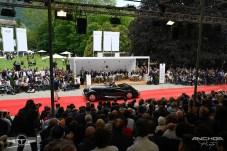 El Bentley 4 ¼ Litre de 1936 visto desde la grada preparada para el público.