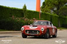 Otro Ferrari 250 GT SWB a su llegada al circuito de Paul Ricard