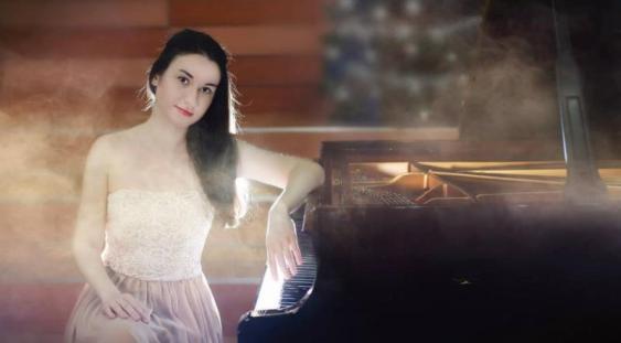 """Adela Liculescu în """"Stagiunea de marţi seara"""""""