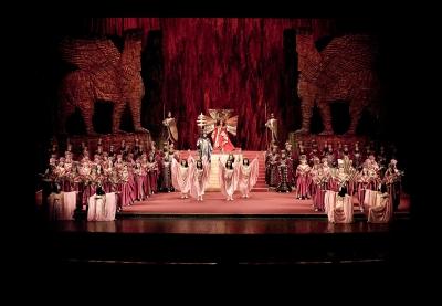 Reluări, ovații și șampanie la Opera Națională