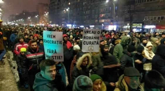 Strada devine scena actorilor – Oana Pellea, Marius Manole, Dragoş Bucur, printre manifestanţii de la Guvern