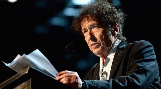 Bob Dylan a primit premiul Nobel în cadrul unei unei cermonii restrânse