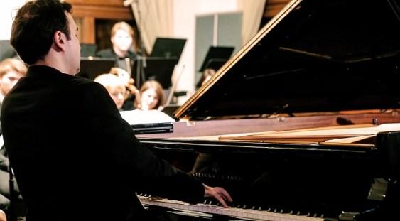 Pianistul Dragoş Andrei Cantea, de la Oslo la Bucureşti