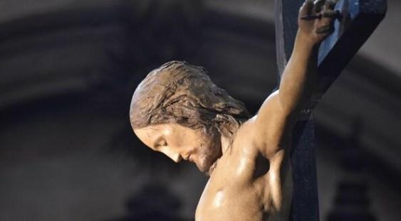 A fost găsit un crucifix din lemn sculptat de Michelangelo