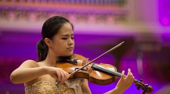 """Violonista Gyehee Kim, câştigătoarea Premiului I la Concursul Internaţional """"George Enescu"""", cântă la Bucureşti"""