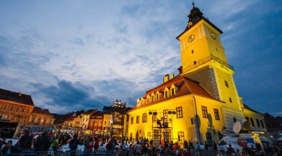 """Festivalul Internaţional """"Cerbul de Aur"""", organizat în Piaţa Sfatului după o întrerupere de nouă ani"""