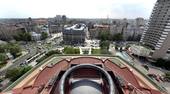 Amfiteatru TNB. Un teatru în aer liber