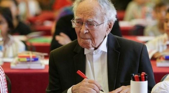 TAROM îi asigură lui Mihai Şora un abonament viager după ce filosoful de 102 ani scrisese că pe site-ul companiei nu poate să-şi înregistreze anul naşterii