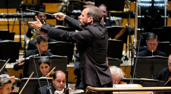 Rumon Gamba dirijează Orchestra Naţională Radio