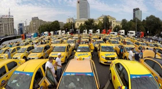 Piaţa Victoriei, blocată de transportatori. Protest cu restricţii de trafic în Bucureşti
