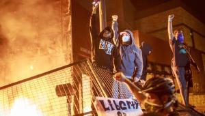 Haos în SUA. După Minneapolis, și în Louisville au loc manifestații violente