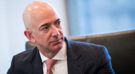 Jeff Bezos s-a oferit să plătească două miliarde de dolari către NASA ca să îl lase să ducă oameni pe Lună