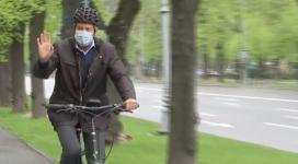 Klaus Iohannis s-a dus joi dimineață cu bicicleta la Cotroceni