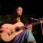 Estas Tonne – a Modern Guitar Troubadour