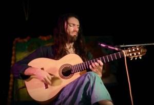 Estas Tonne - a Modern Guitar Troubadour
