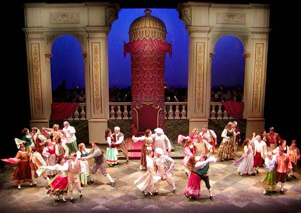 """Seattle Gilbert & Sullivan Society's 2003 production of """"The Gondoliers"""" (Photo: Seattle Gilbert & Sullivan Society)"""