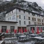 Hotel Sustenpass in de sneeuw