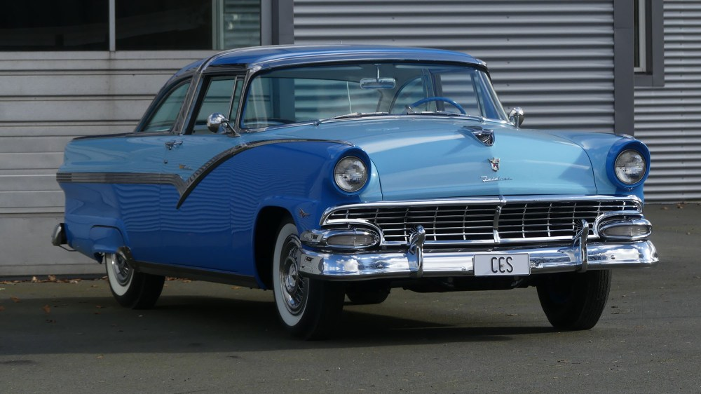 Ford Crown Victoria 1956 (1)
