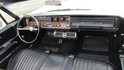Pontiac Bonneville Cab 1966 (27)