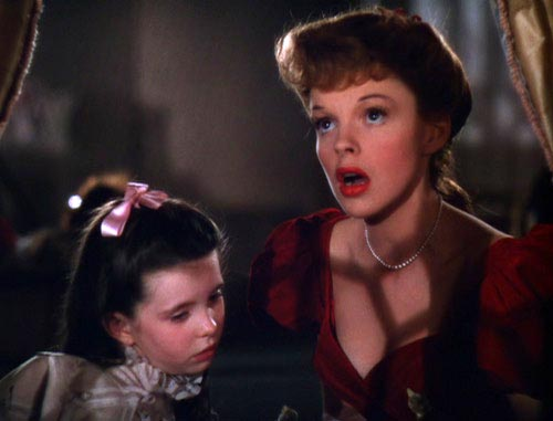 Judy Garland singing Have Yourself a Merry Little Christmas to Margaret O'Brien in Meet Me In St. Louis, Classic Movies, Vincente Minnelli