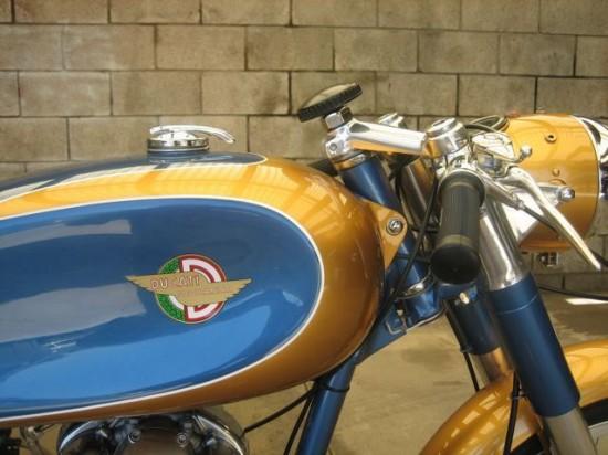 1966 Ducati 125 R Tank 2
