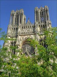 facade-et-nouveau-parvis-cathedrale-de-reims