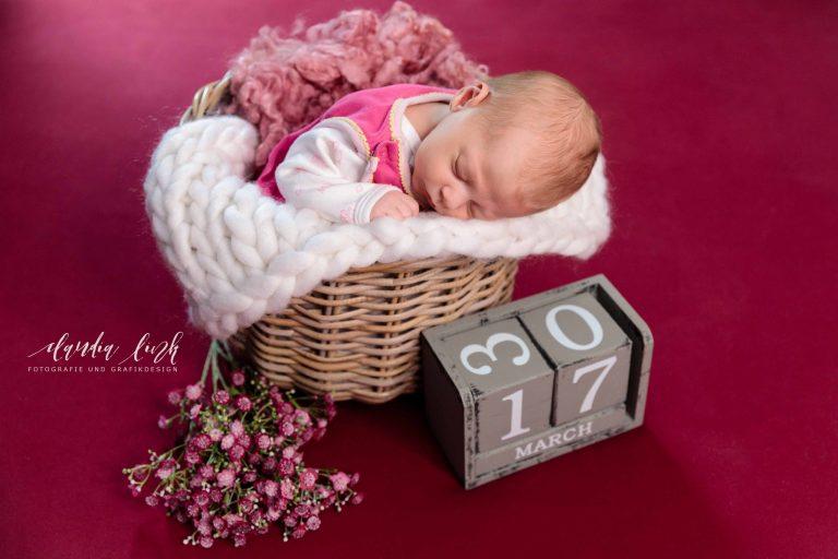 Fotos von deinem Baby in deiner Lieblingsfarbe, ein verträumtes Newbornshooting von Claudia Link Fotografie und Grafikdesign, deine Familienfotografin aus Berching