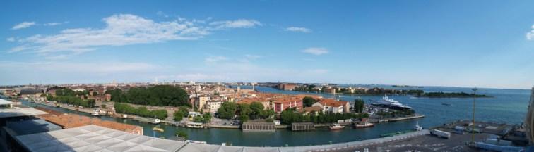 Auf dem Schiff bei Venedig