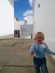 Lucas im Kunstmuseum in Bogotà