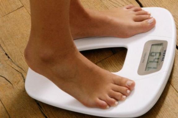 1713805351-nutricionista-fala-sobre-mitos-e-verdades-das-diferentes-dietas-575x383