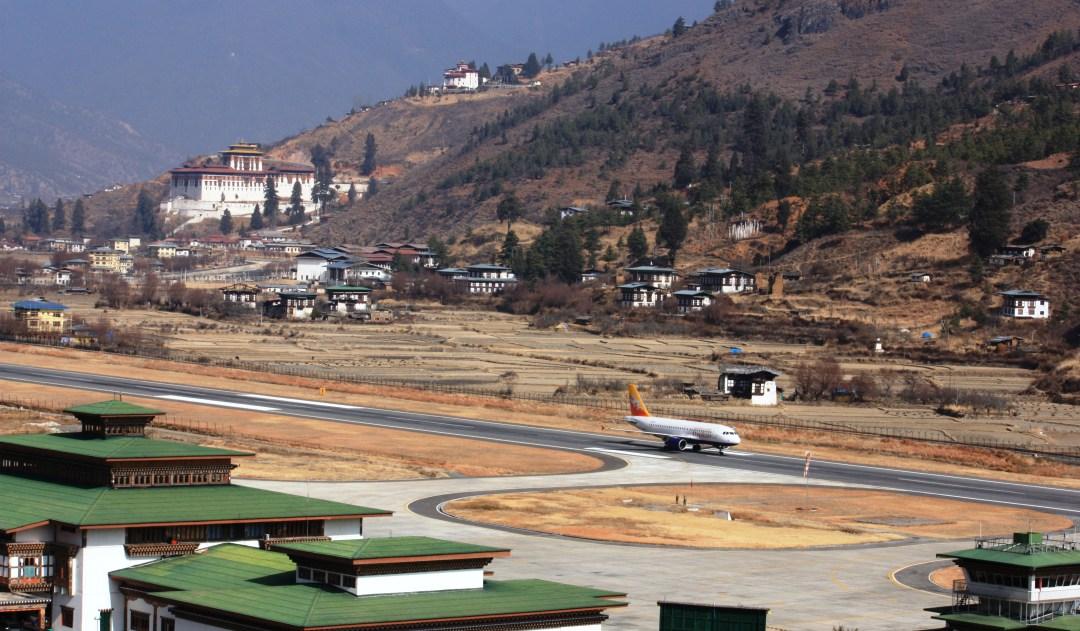 bhutan_paro-airport_eduardo_shimahara_amenimario
