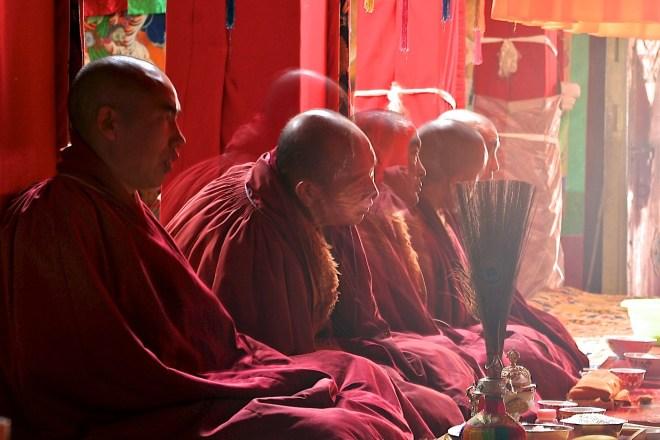 buddhism-monks-meeting_amenimario_pic-31-03-2013-20-27-54-1406x938